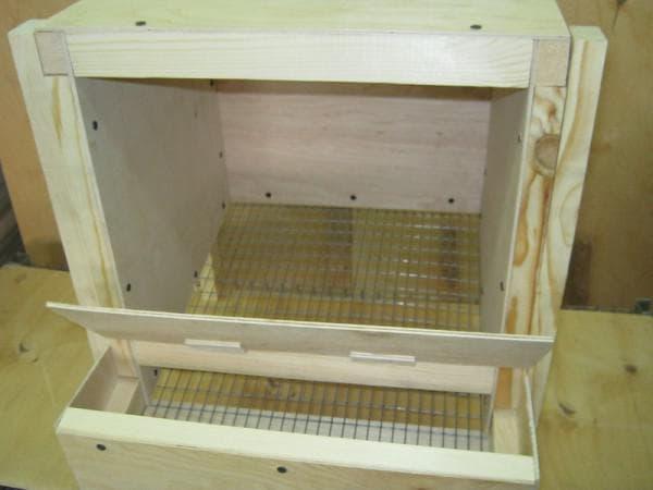 гнезда для кур несушек с яйцесборником