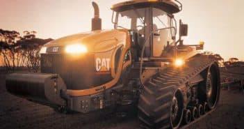 трактор челленджер на поле